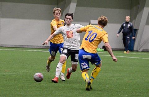 Jasem Bavi spilte hele kampen på Rana Fotballklubbs midtbanen. I andre omgang tok han over kapteinsbindet fra Kim A. Råde. Foto: Trond Isaksen