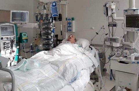 Alvorlig syk: Kurt Storvik ble plutselig svært dårlig og til slutt ble situasjonen så dramatisk at han måtte fraktes til Nordlandssykehuset i Bodø med redningshelikopter. I Bodø ble han så lagt i respirator i 14 dager.