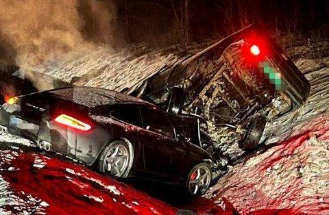 VOLDSOMT SAMMENSTØT: Slik ble Alf-Eriks Porsche 911 Carrera S4 stående etter sammenstøtet med Toyota-en.