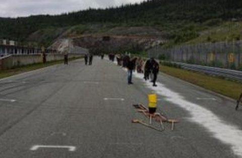 Frivillige stilte både manns- og kvinnesterkt opp for å rydde opp oljesølet.
