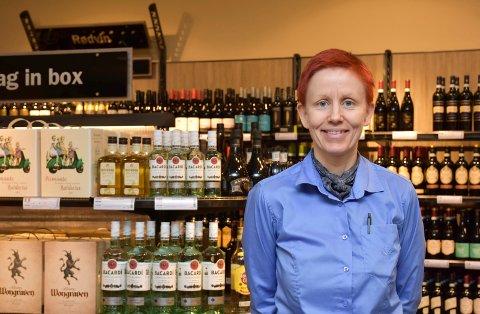 FORNØYD: Butikksjef for polet i Brumunddal, Elin Solbakk, er fornøyd med salget sist uke.