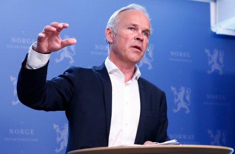 MER SKOLE:  Statsråd Jan Tore Sanner foreslår å forlenge ungdomsskolen for svake elever. Foto: Terje Pedersen / NTB scanpix