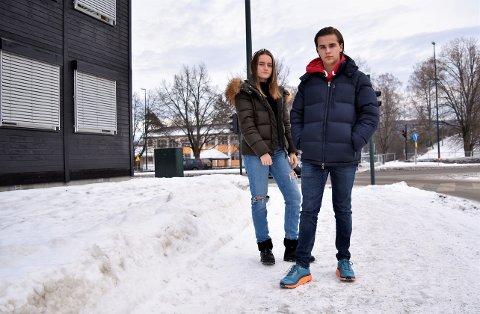 OPPDATERING: Celine Rensel (17) og Sindre Bråthen (17) gir en oppdatering på hvordan det funker å gå på skole i brakkene på Eikli-
