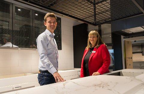 KJØKKENUTSALG: Christoffer Jonassen og Olaug Rust gleder seg til å åpne nytt utsalgssted for Sigdal Kjøkken på Hvervenkastet.