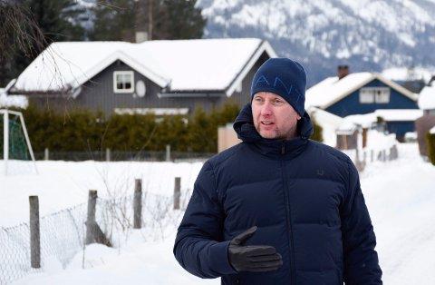 SJEKKET: Ole Petter Hungerholdt har sjekket boligsaken etter at vedtaket ble gjort, og han fant ut at kommunen solgte eiendommen med offentlig adkomst.