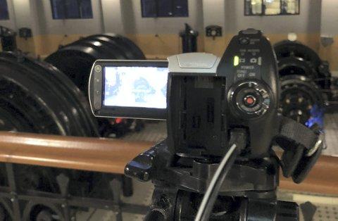 OVERVÅKING: Her er kameraet som skal fange spøkelser på Vemork i nattens mulm og mørke.