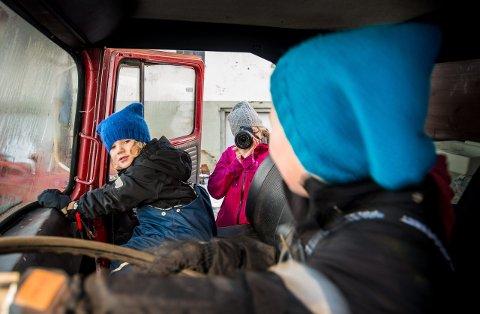 Når Marthe Ruud kommer på besøk til vennene på Nordgard'n blir det gjerne  godt dokumentert. – Vi planlegger aldri å ta bilder. Vi er ute sammen, og så tar jeg bilder, forklarer hun. FOTO: Vidar Sandnes