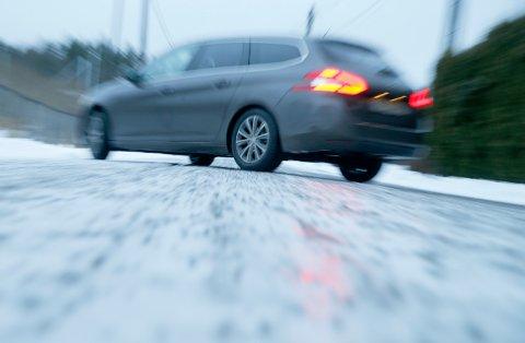 GLATT: Både politiet og veivesenet advarer om vanskelige forhold for bilister.