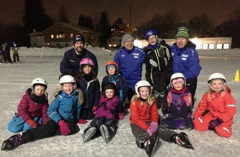 STJERNETRENERE: Jon Ljungberg, Svein-Håvard Sletten og Geir Karlstad kan sammen skilte med både OL- og NM-gull. I vinter har de trent barn på SK Lørenskogs skøyteskole.