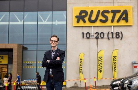 GODE TIDER: Rusta-direktør Erlend Kramer har grunn til å smile. (FOTO: Johnny Vaet Nordskog)