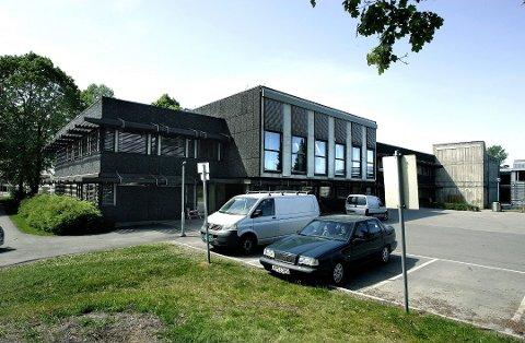 BLIR SKOLE: Sørum rådhus på Sørumsand blir skole, det vil si lokale for nær 600 elever og 43 ansatte fra høsten 2020