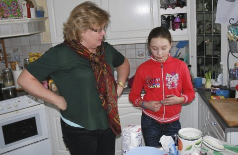 NY LEDER: Michelle B. Andersen har startet opp en lokal gruppe av «Enestående foreldre» i Røyken. Her sammen med datteren Nicola Kopolo Brazukaz.