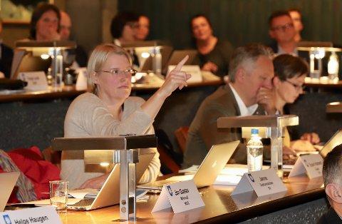 UDEMOKRATISK: - I krisetider trenger vi mer, ikke mindre, demokrati, skriver SVs Janne Grøttumsbråten på Facebook om måten ordføreren har håndtert innføringen av de nye koronatiltakene.