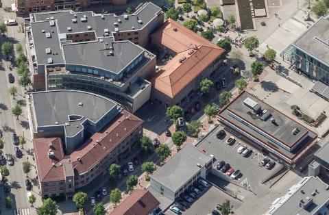 SENTRUM: Kriseledelsen i Asker er bekymret for smittesituasjonen ved etablering av karantenehotell i kommunen.