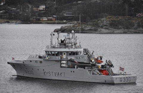 MEFJORDEN: KV «Nornen» var å se i Sandefjords skjærgård torsdag.