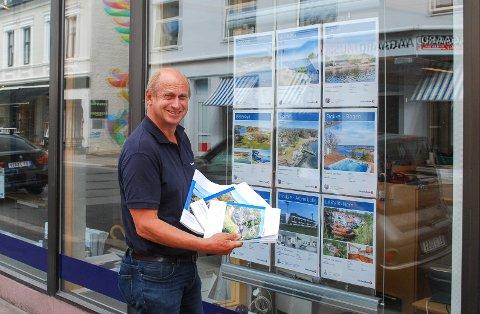 GOD SOMMER: Tore Solberg, i Eiendomsmegler 1 har solgt mange hytter denne sommeren. Han mener det skyldes været.