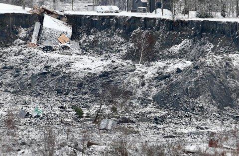 STORE ØDELEGGELSER: Bilder fra skredet viser de enorme ødeleggelsene.