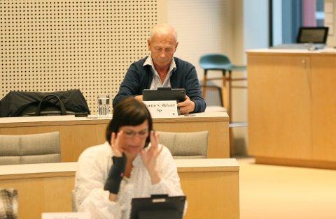 Martin Håland og alle da andre i utvalget sier ja.