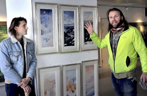 Far og Sønn: Andrey (til venstre) og Aune Sand samarbeider med Vebjørn Sand og Øystein Vestre når de turnerer landet med utstillingen «Individets valg».