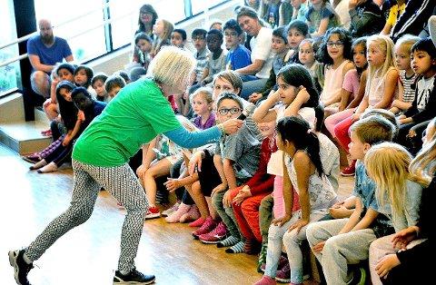 Rekord: Årets Sommerles-konkurranse har satt deltakerrekord. Her er Tine Didriksen ved Sandesundveien barneskole i forbindelse med Sommerles i 2017.