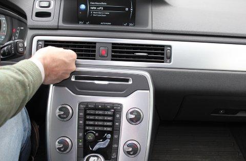 Bakterier i klimaanlegget er en vanlig årsak til dårlig lukt i bilen.