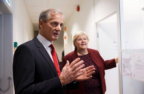 Regjeringen og Erna Solberg kommer for sent med tiltak mot stigende arbeidsledighet, ifølge Jonas Gahr Støre.