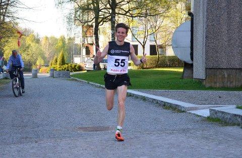 IMPONERTE: Eirik Hagen slo til med tiden 2.37,19 i Frankfurt Maraton og slettet dermed den gamle klubbrekorden til Askim IF med nesten to minutter.