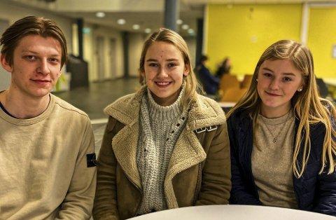 Russepresidentene Vegard Steen, Cecilie Steen Sundby fra Askim og Lina Kvernhusengen Undeland fra Mysen er avgangselever som i år ikke får skriftlig eksamen,