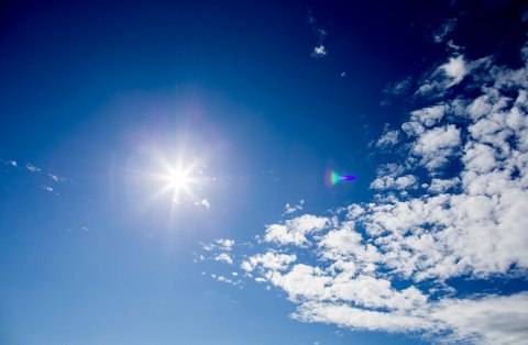 GODT VÆR: Det fine og varme været de siste dagene skyldes gunstig plassering av høytrykk og varm vind.