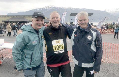 ALT FOR KJERINGI: Roar Werner Vangsnes (55), Karl Erik Johnsen (59) og Ivar Henjum (61) legg livet til rette for at dei skal få med seg årets store høgdepunkt, Kjeringi Open. Dei tre har vore med på samtlege 27 utgåver av konkurransen. (Foto: Endre Romøren)