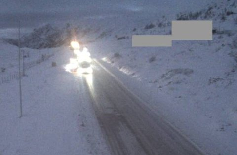 KOM SEG IKKJE AV FLEKKEN: Fleire vogntog sleit på glatt føre opp Hemsedalsfjellet torsdag.