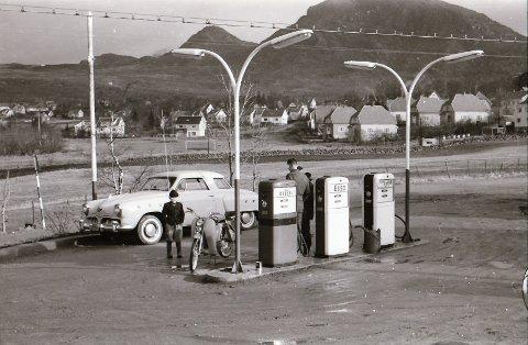 DEN GANG DA: Slik så det ut i Jørpeland sentrum i februar 1961.