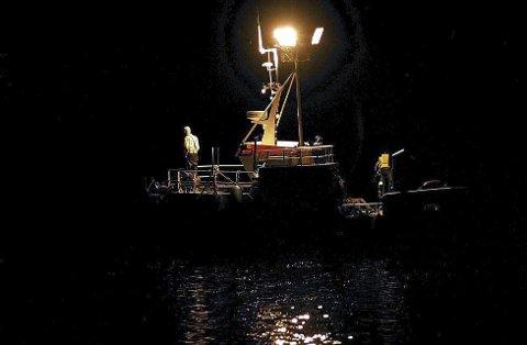 OMSTRID: Lysfisket etter sild og blislinng i fjordene er omstridt. (Illustrasjonsfoto)