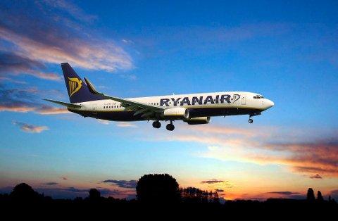 NYE RUTER: Mens Torp noterer seg for en stadig økende utenrikstrafikk, er det stadig færre som flyr innenriks fra flyplassen. Til høsten begynner Ryanair også å fly til den vestpolske byen Poznan. (Foto: Ryanair)