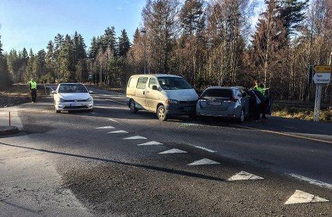 ULYKKESKRYSS: Sammenstøtet mellom de to bilene skjedde i Høgåskrysset.