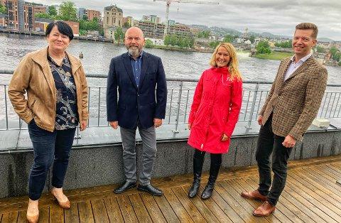 Fikk presentert: Ordfører Hedda Foss Five (nummer tre til høyre) fikk presentert planene for Skien brygge av Marianne Hegna, Svein Olav Ellingsen og Tommy Tovsland. foto: MARIE EDHOLM ANDRESEN