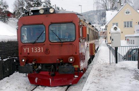 Til kollektiv- terminalen: Bengt Halvard Odden vil ha togstoppen til kollektivterminalen. På vegne av dem som har buss videre eller kommer med buss.