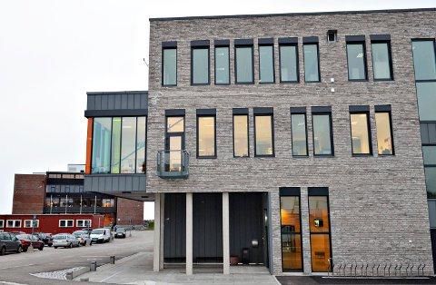 Elevene som ble angrepet på Kristiansund videregående skole, ble tilført slag og spark mot hodet.