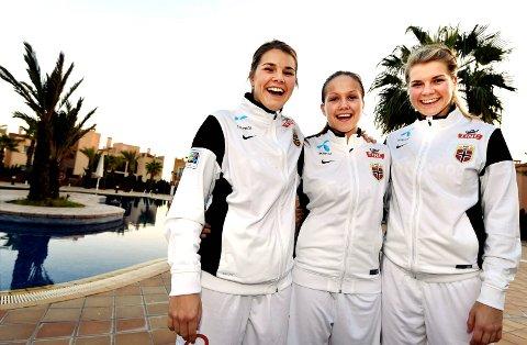 Andrine Stolsmo Hegerberg (fra venstre), Guro Reiten og Ada Stolsmo Hegerberg er med i den norske troppen som møter USA 11. juni.