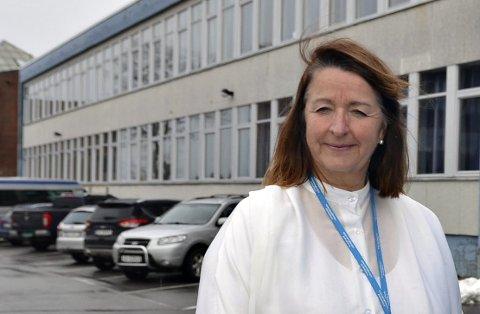 - Jeg kan bekrefte at vi har levert en anmeldelse til politiet etter at flere utenforstående tok seg inn på vårt skoleområde, hvor de gikk til angrep på noen av våre elever, sier rektor Marit Bjerkestrand ved Kristiansund videregående skole.