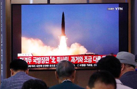 Ifølge sørkoreanske myndigheter har Nord-Korea skutt opp to nye raketter.