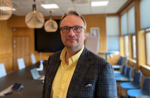Kommuneoverlege Askill Sandvik oppfordrer dem i aldersgruppen 71-72 år og dem i høyrisikogruppa til å bestille time for vaksinering eller kontakte servicetorget dersom de ikke har fått SMS angående koronavaksine.