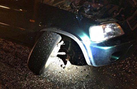 VRENGT: Hjulet vrengte seg bakover mens bilen holdt høy fart. Det medførte en stor trafikkulykke.