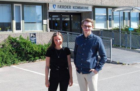 SPENTE: Medarrangører Karoline Aarvold og Mathias Willassen Hanssen gleder seg til å heise regnbueflagget.