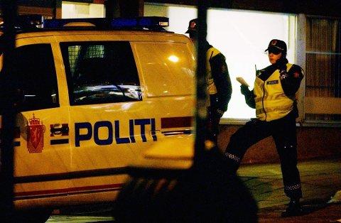 BRÅK: De siste helgene har det for årstiden vært unormalt mange mennesker på byen i Tønsberg. Dårlig stemning, vold og andre uønskede hendelser krever til mye politiressurser.