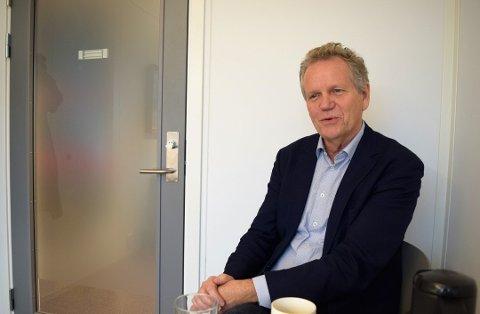 BEDRING: Rådmann Egil Johansen har gode nyheter om økonomien.