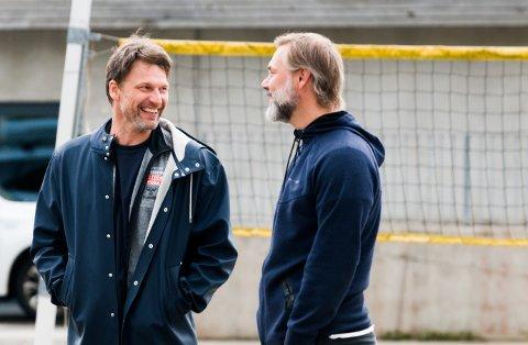 DOBBELTROLLE: Robert Hedin (t.v.) har vært trener for både Nøtterøy og USA i en periode. Her sammen med Sindre Walstad utenfor Nøtterøyhallen.