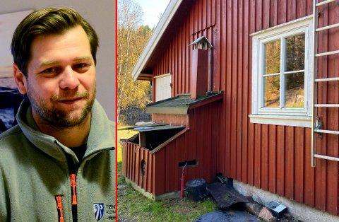 BER OM MÅLINGER: Kommuneoverlege Per Kristian Opheim får hjelp av brannvesenet for å finne ut om aggregatene kan være årsaken til at mange elever ble syke da de overnattet her.