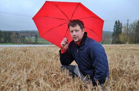 UNDERSKUDD: Kornbonde Edvard Løken på Lerudaasen gård på Raufoss har tidligere fortalt til OA at han er blant dem som har gått med underskudd i kornproduksjonen denne sesongen.