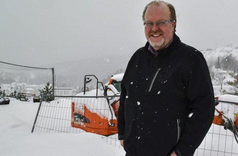 Activa eiendom: Svein-Erik Damsgaard bygger ut flere steder i kommunen. Fra de øverste leilighetsbyggene i «Tjennaparken» blir det flott utsikt - når været bedrer seg en smule.Foto: Mette Urdahl